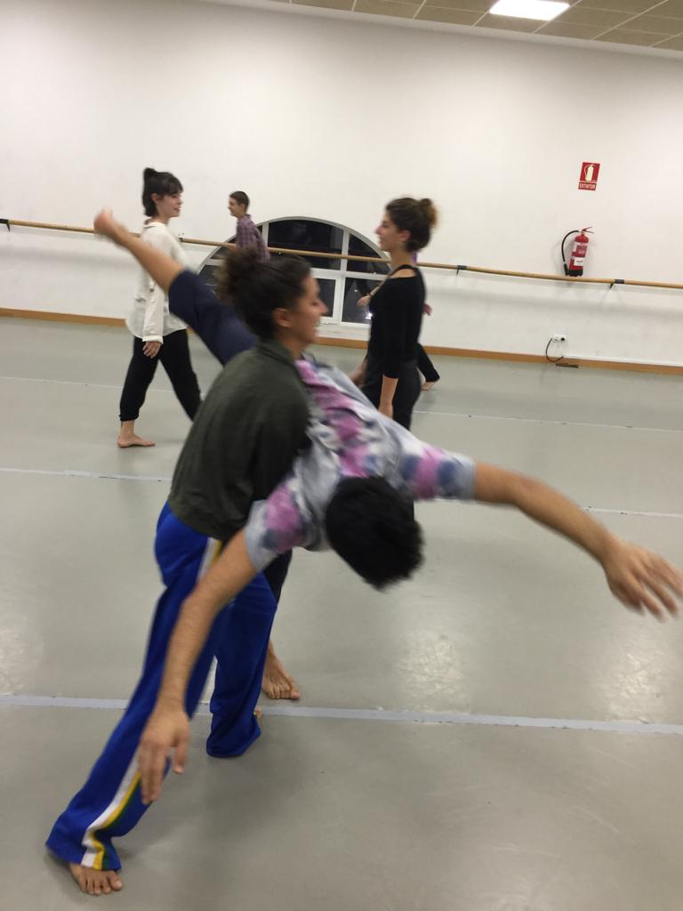 """Talleres de """"Contact Improvisación"""" en la Especialidad de Danza Contemporánea"""